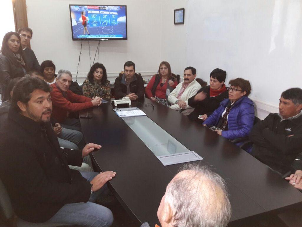 El secretario de Gobierno, Luciano Rivas recibió a vecinalistas