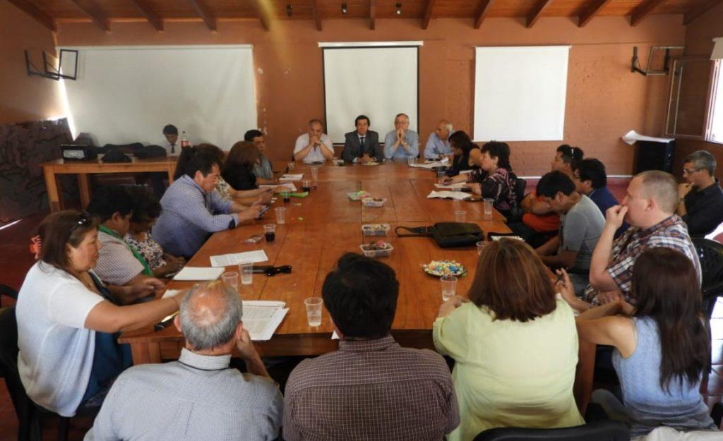 Reunión entre funcionarios provinciales y sindicatos estatales.