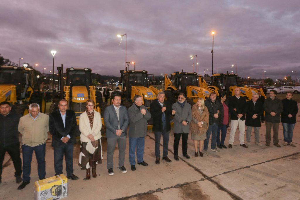 Presentación de maquinarias para municipios del interior